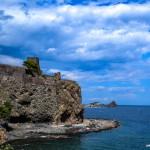 Aci Castello y su playa de lava